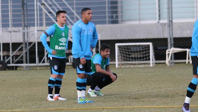 Wallace Oliveira volta aos treinos com bola no Grêmio (Foto: Eduardo Deconto)