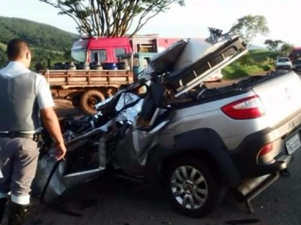 O carro de Dárcio Apolinário Pereira após o acidente em Socorro (Foto: Reprodução EPTV)