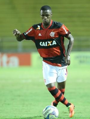 Vinicius Junior em ação pelo Flamengo contra o Volta Redonda
