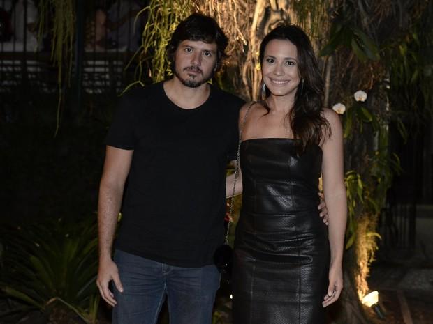 Juliana Knust e o namorado em festa na Zona Sul do Rio (Foto: Roberto Teixeira/ EGO)