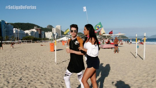 Sam Alves fala sobre novidades da carreira em passeio no Rio de Janeiro