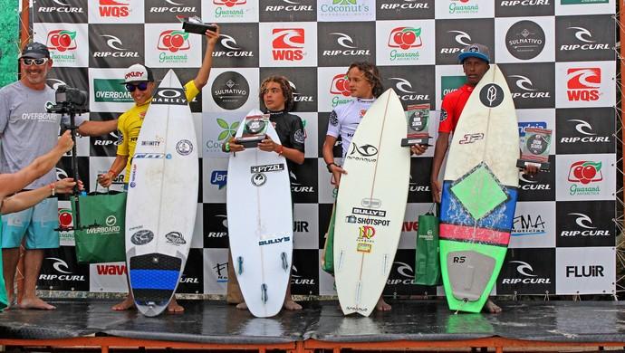 Mateus Sena surfe pódio (Foto: Eros Sena)