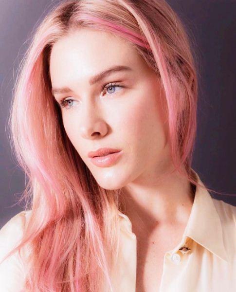 Fiorella Mattheis aderiu ao rosa millenial nos cabelos (Foto: Reprodução/Instagram)