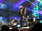 Latino 'esquenta' público da Festa do Pinhão com hits de diferentes estilos