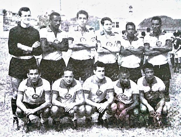 Primeiro time da Despotiva Ferroviária, em julho de 1964 (Foto: Reprodução/Revista História da Desportiva Ferroviária)
