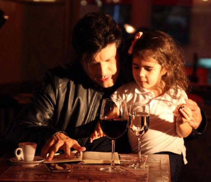 Paulo Ricardo com a filha no clipe Isabela (Foto: Divulgação)