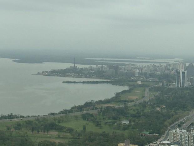 Amanhecer em Porto Alegre nesta sexta-feira (2) (Foto: RBSTV/Reprodução)