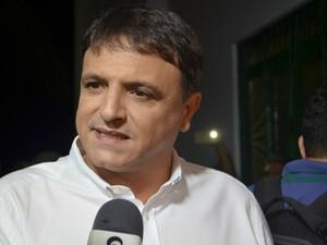 Marcio Bittar chega para debate na TV Acre (Foto: Janine Brasil/G1)