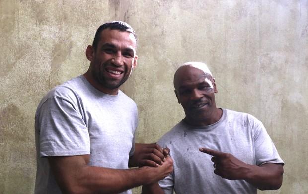 BLOG: Em Las Vegas, Fabricio Werdum posa com Mike Tyson em bastidores de filme
