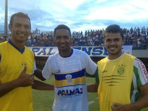 Lúcio Bala reencontra companheiros com quem jogou em time do Tocantins (Foto: Vilma Nascimento/ GloboEsporte.com)