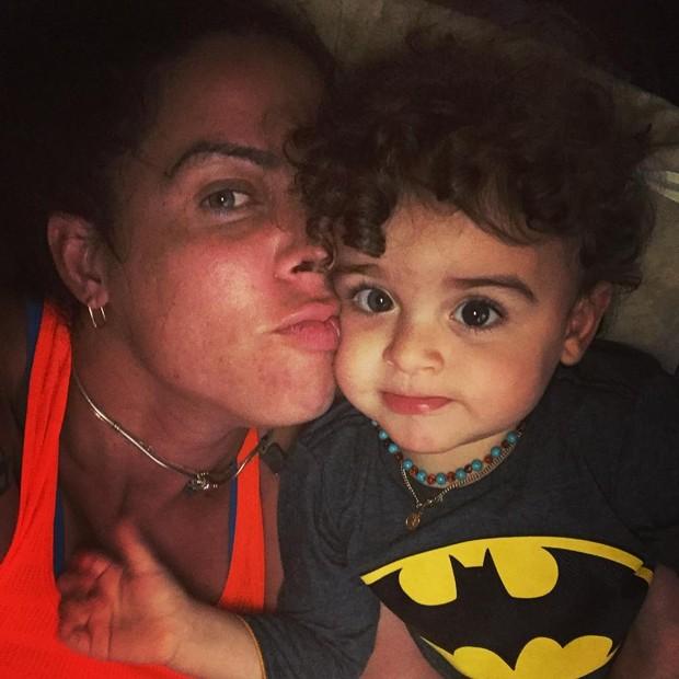Rebeca com o filho Zeus (Foto: Reprodução/Instagram)