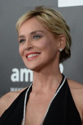 Sharon Stone em evento em Los Angeles, nos Estados Unidos (Foto: Robyn Beck/ AFP)