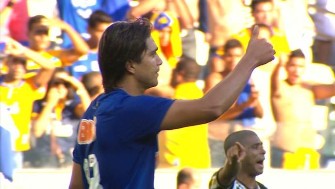 Marcelo Moreno em demonstração de Fair Play na partida contra o Botafogo (Foto: Reprodução/Premiere)