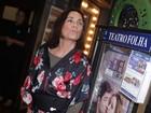 De pochete, Regina Duarte vai ao teatro em São Paulo