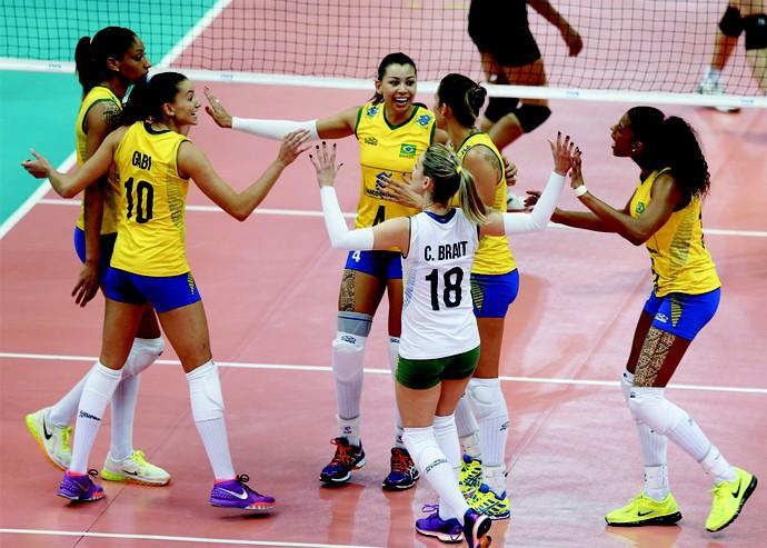 vôlei comemoração Brasil x Tailândia (Foto: Divulgação FIVB)