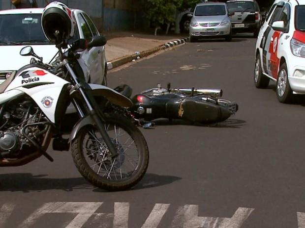 Motociclista é baleado de raspão em suposta tentativa de fuga da PM em Ribeirão Preto, SP (Foto: Reprodução/EPTV)
