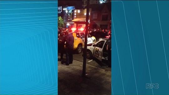 Ação da Prefeitura de Curitiba aborda 615 pessoas e fecha bares do Centro