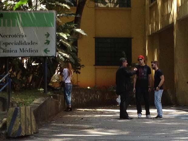 Ex-mulher de Chorão é vista no IML antes de confusão com irmão (Foto: Letícia Macedo/G1)