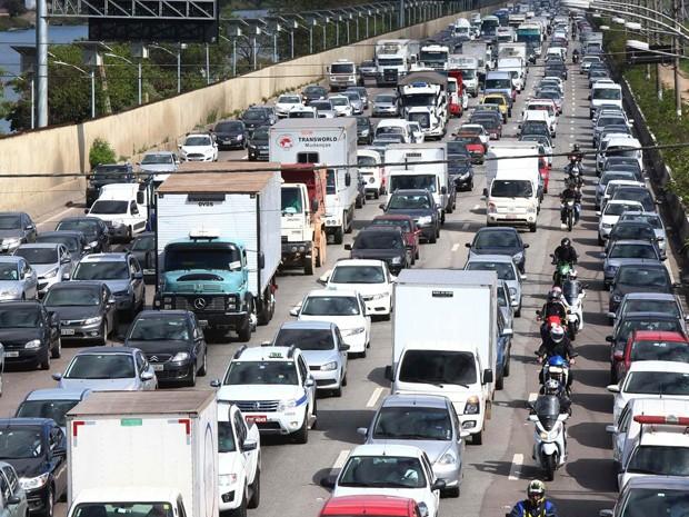 Trânsito na marginal pinheiros (Foto: Marcos Bezerra/Futura Press/Estadão Conteúdo)