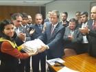Em meio a tumulto, OAB formaliza novo pedido de impeachment