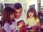 Vítor Belfort e Joana Prado curtem domingo com os filhos