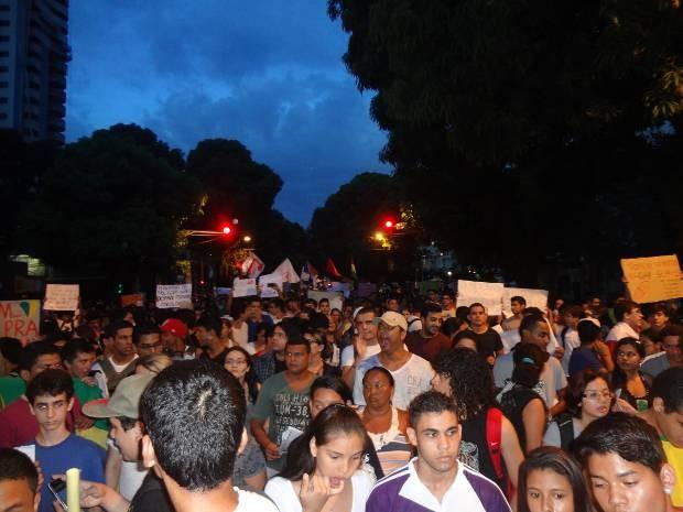 Manifestantes fizeram protesto em Belém nesta segunda-feira (24) (Foto: Gil Sóter/ G1)