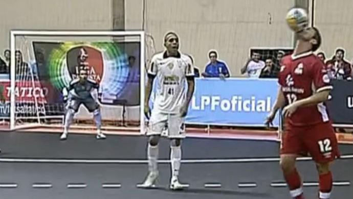 9270b0c76a FRAME - Falcão drible foca Sorocaba Corinthians (Foto  Reprodução SporTV)