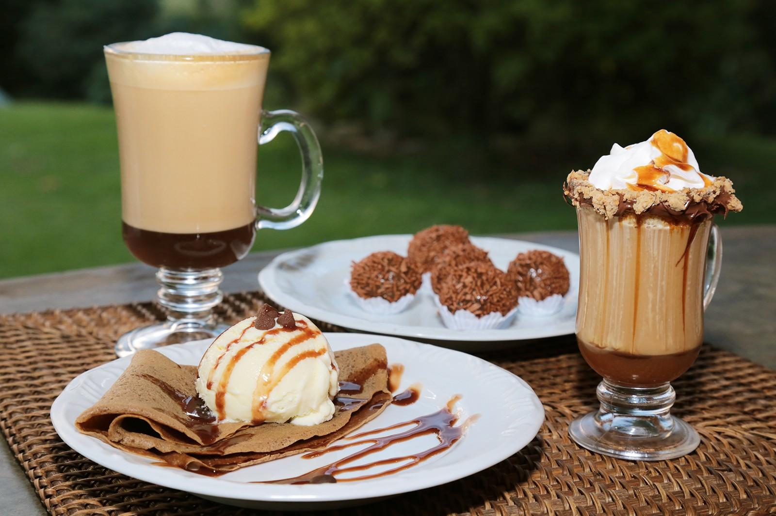 Drinks, brigadeiros e panqueca de café (Foto: Viola Júnior)