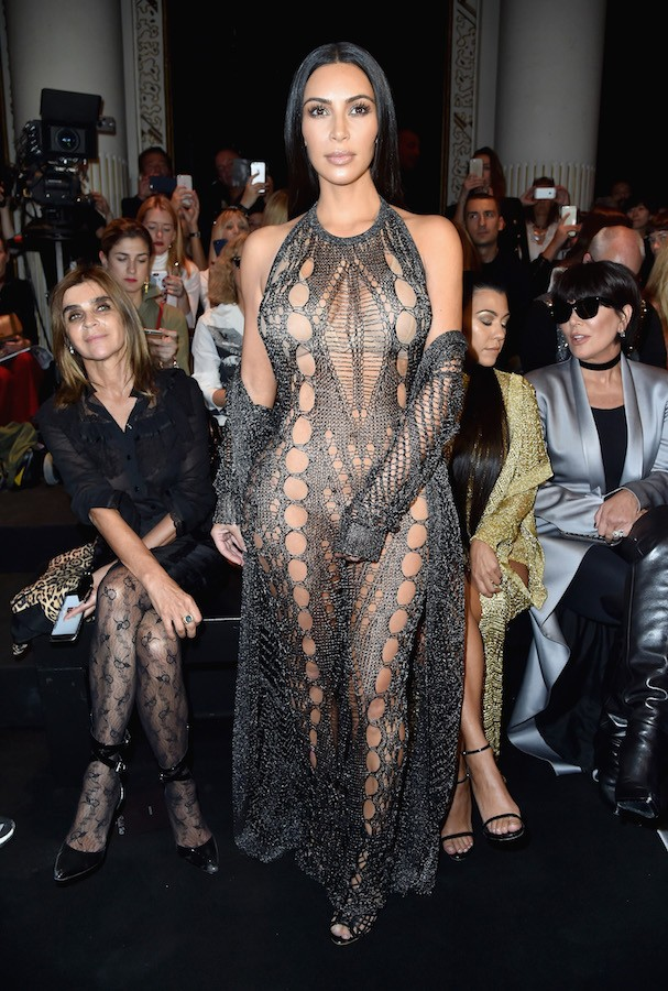 Kim Kardashian no desfile da Balmain Primavera/Verão 2017 (Foto: Getty Images)