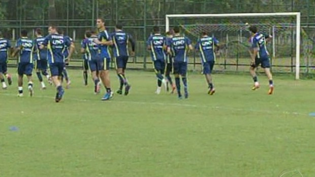 Jogadores do Voltaço treinam em busca de vitória contra o Olaria (Foto: Reprodução/TV Rio Sul)
