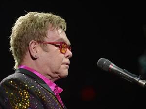 Cantor Elton John deve se apresentar neste sábado em Kazan (Foto: Michael Loccisano/Getty Images/AFP)