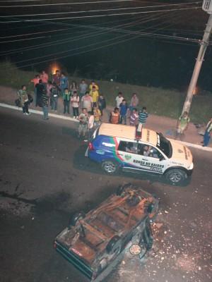 Carro foi depredado próximo à Prefeitura de Manaus (Foto: Romulo de Sousa/G1 AM)