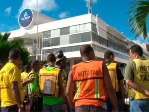 Protesto de mototaxistas em Salvador (Foto: Imagem/TV Bahia)