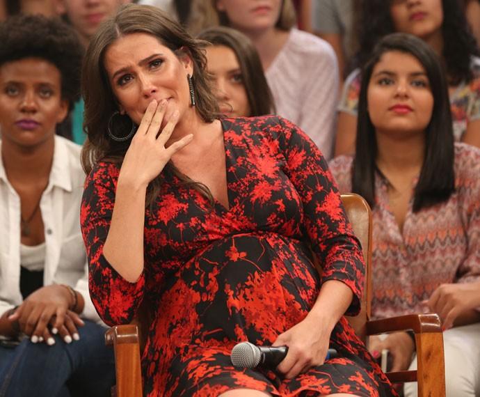 Deborah Secco se emociona durante o programa 'Altas Horas' (Foto: Carol Caminha/Gshow)