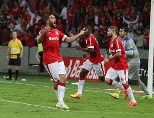 Lisandro marca contra o Cruzeiro-RS