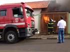 Carro pega fogo dentro de garagem (José Luiz Lançoni/Votuporanga Tudo)