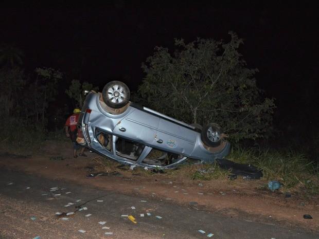 De acordo com a polícia, taxista teria perdido o controle do veículo (Foto: Edivaldo Souza/G1)