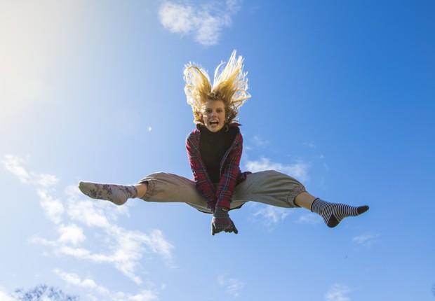 felicidade - alegria - feliz - saúde - sol - ser feliz - pular - viver - vida (Foto: Pexels)