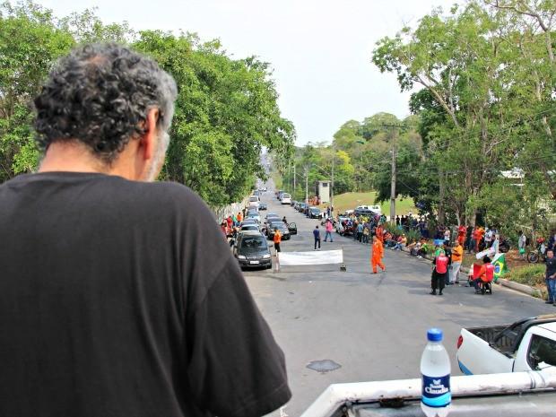 Protesto ocorreu em frente a Reman, em Manaus (Foto: Adneison Severiano/ G1 AM)
