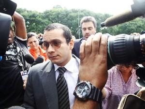 19/02/2013 - Gil Rugai chega ao Fórum Criminal da Barra Funda, na zona oeste de São Paulo, nesta terça-feira para o segundo dia de seu julgamento. (Foto: André Lessa/Estadão Conteúdo)