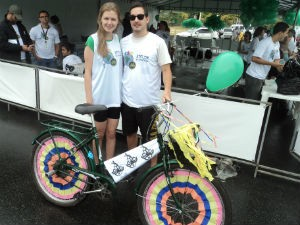 A bicicleta une o casal Ramon e Mariana (Foto: Leandro Nossa/ G1 ES)