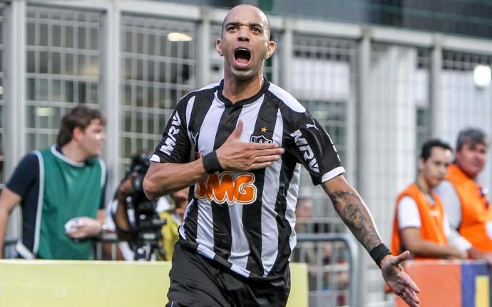 Atacante Diego Tardelli, do Atlético-MG, no jogo diante do Vitória (Foto: Bruno Cantini)