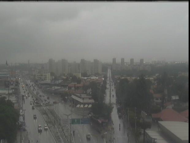 Chove em 90 dos 184 municípios do Ceará nesta terça-feira, diz Funceme