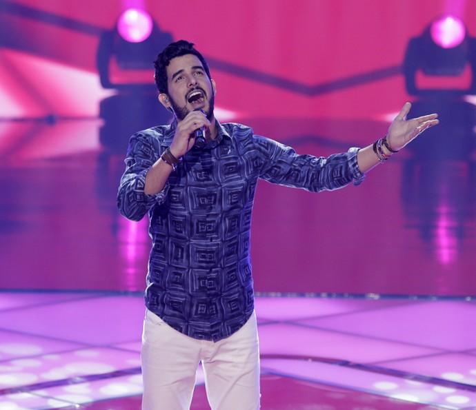 Alexey Martinez cantou 'La Barca' (Foto: Artur Meninea/Gshow)