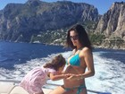 De biquíni, Daniela Albuquerque anuncia: 'Vou ser mãe novamente'