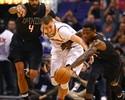 Bledsoe e Chandler comandam, e Suns vencem Knicks na prorrogação