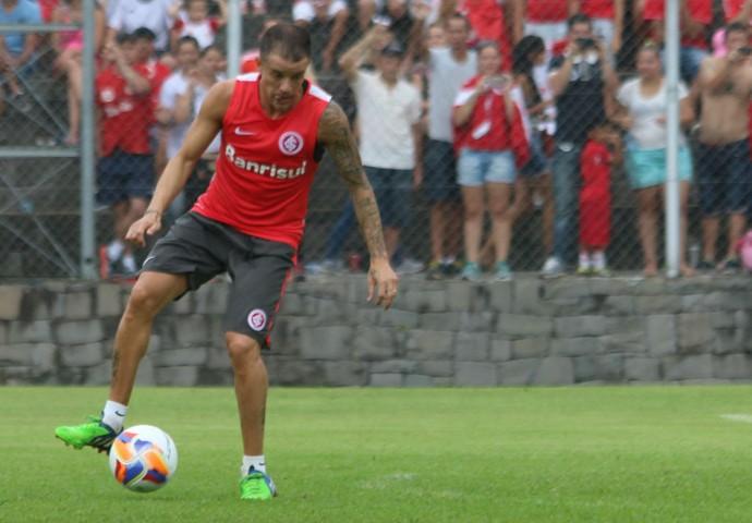 D'Alessandro será o meia central do time (Foto: Diego Guichard)