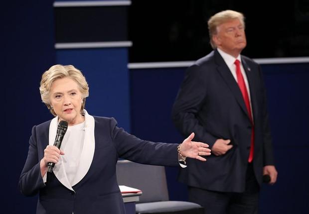 Hillary e Trump em segundo debate na TV (Foto: EFE)