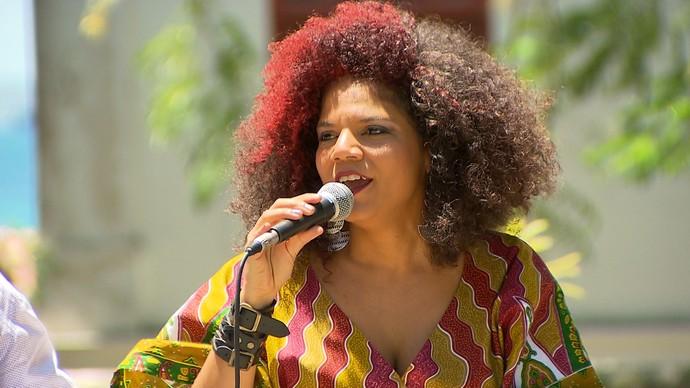Juliana Ribeiro lembra que Nelson Rufino é gravado por celebridades do Rio (Foto: TV Bahia)