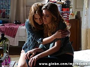 Anita dá apoio a Sofia após acusações (Foto: Malhação / TV Globo)